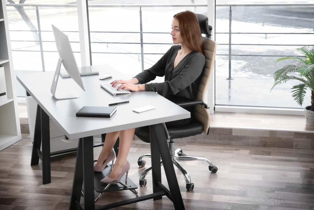 woman working with good posture